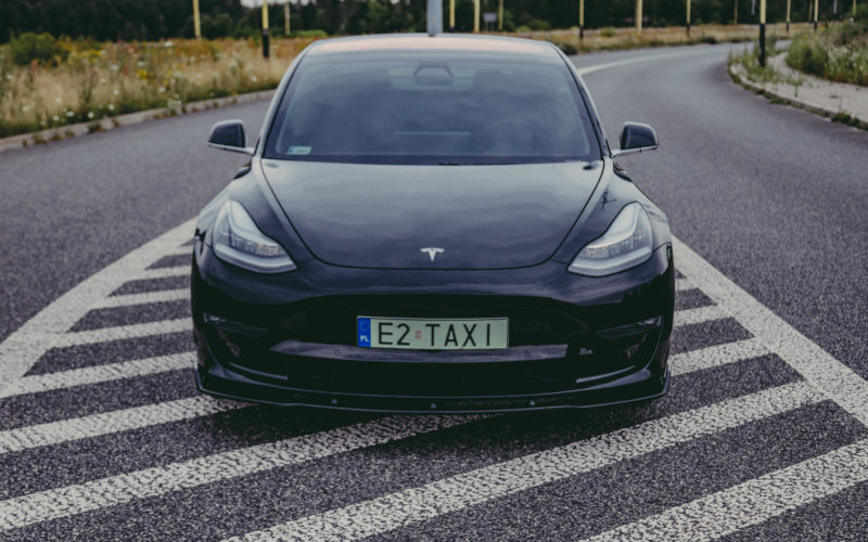 Tesla przód
