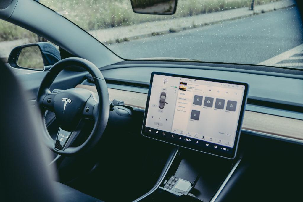 Tesla wnętrze