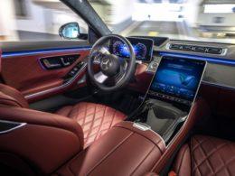 Autonomiczne parkowanie Mercedes S lotnisko bez kierowcy