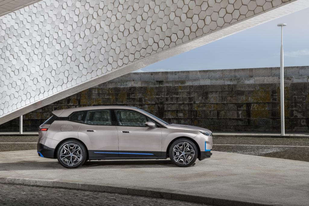 BMW iX 2021 profil