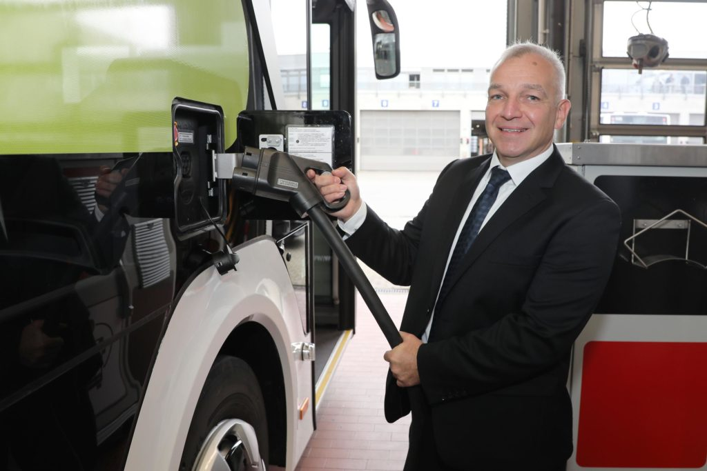 Ładowanie elektrycznego autobusu MAN Lion's City E