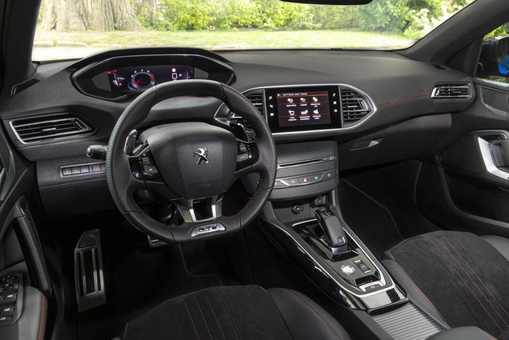 Peugeot 308 wnętrze