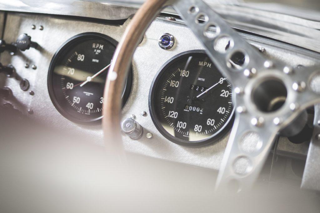 zabytkowe zegary Jaguar