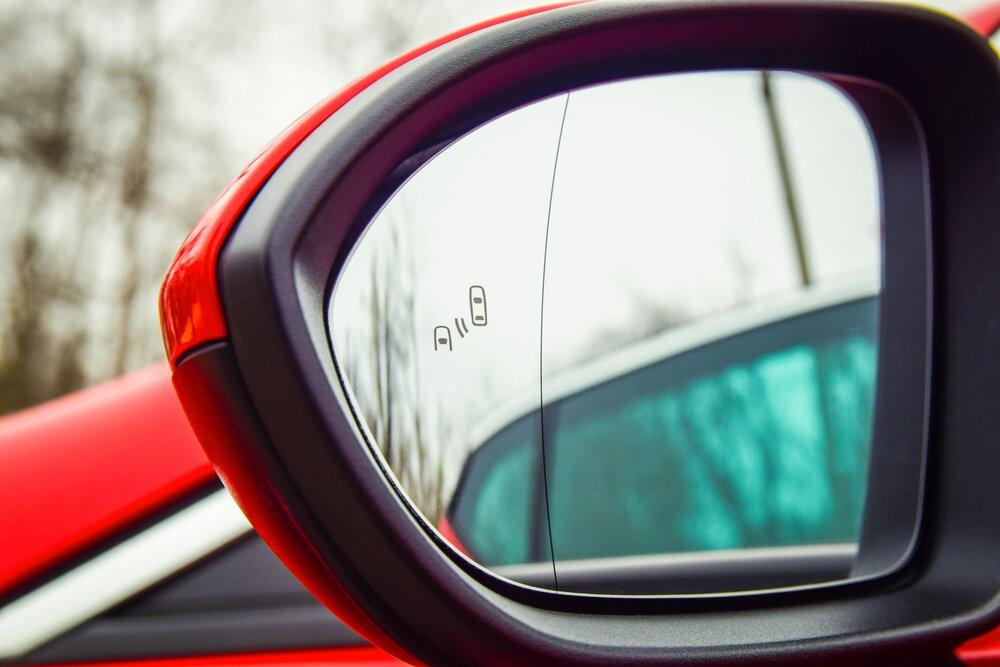 Systemy wsparcia kierowcy - asystent martwego pola obserwacji