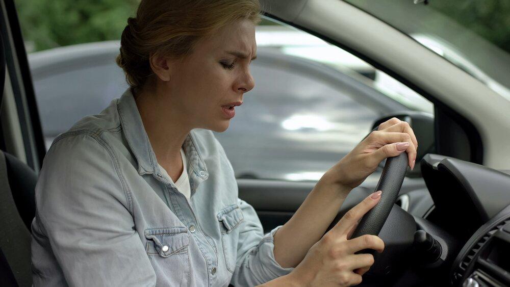 systemy wsparcia kierowcy - Emergency Assist