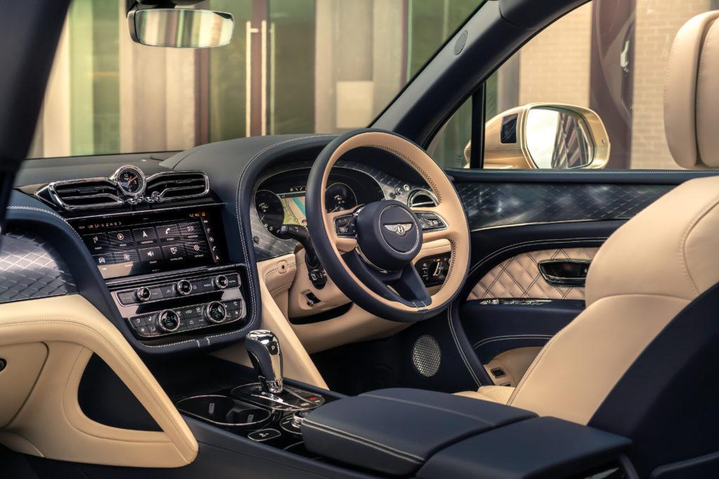 Bentley Bentayga Hybrid kokpit