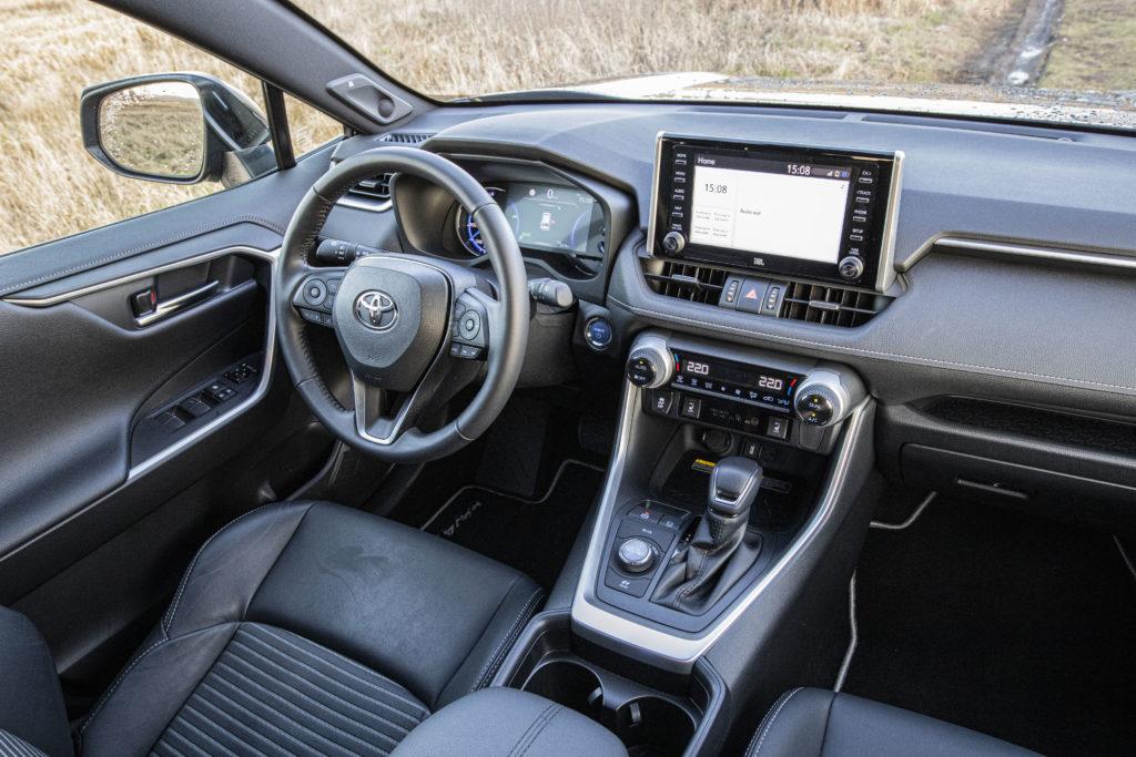 wnętrze Toyota RAV4