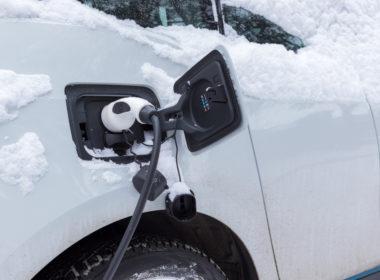 Samochód elektryczny zima