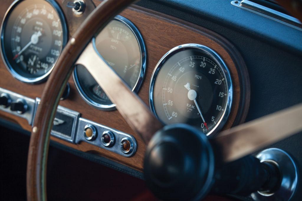 zegary Aston Martin