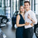 Kupowanie nowego auta w salonie