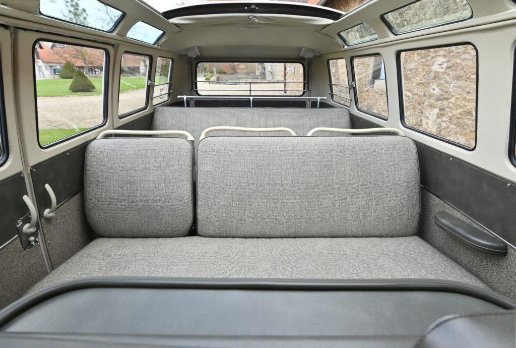 Pojemna kabina dla 8 osóbw w VW T1 Samba (fot. mat. prasowe)