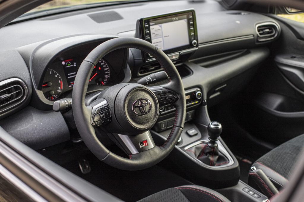 wnętrze Toyota GR Yaris