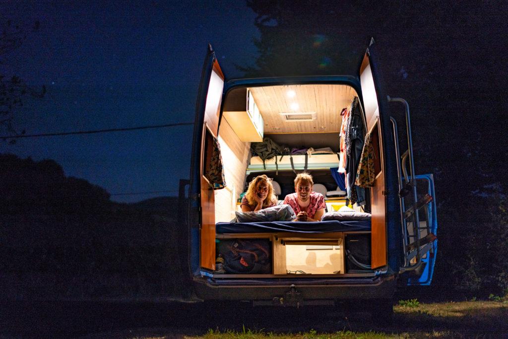 Camper kamper kamping (fot. mat. prasowe)
