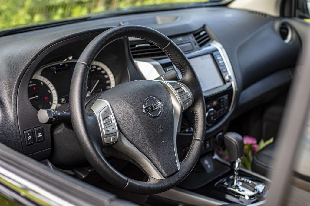 Nissan Navara wnętrze