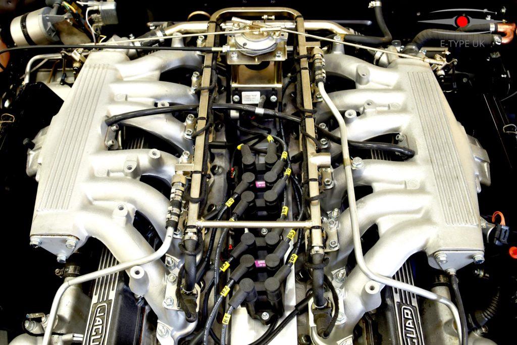 Silnik V12