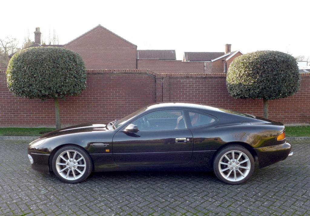 rdza Aston Martin