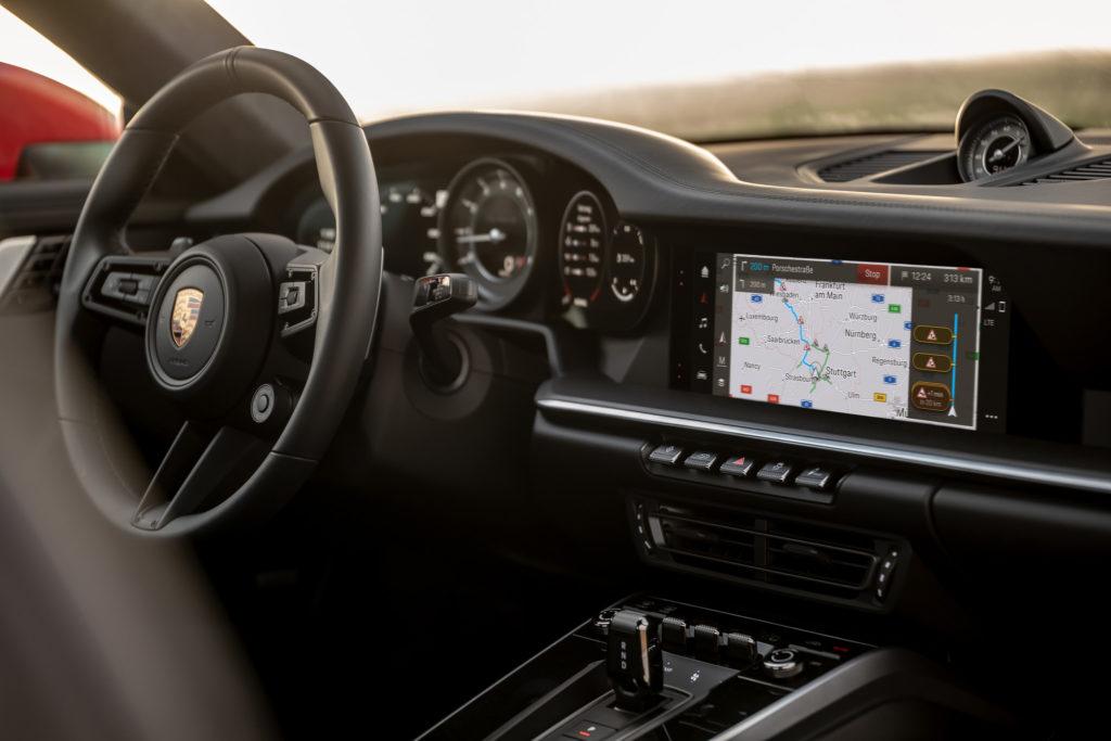Porsche system operacyjny, kolorowy ekran (fot. Porsche)