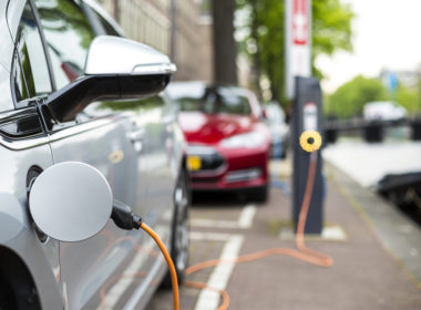 Ładowanie auta elektrycznego